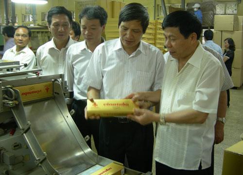 Chủ tịch UBND tỉnh Nguyễn Nhân Chiến làm việc tại Công ty TNHH một thành viên thuốc lá Bắc Sơn